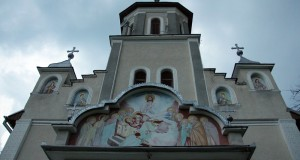 """Biserica """"Adormirea Maicii Domnului"""" Rodina"""